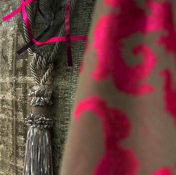 Tappeti patchwork, vintage e fusion realizzati da pezzi di tappeti vecchi e antichi turchi, decolorati e ricolorati su una vasta gamma cromatica.