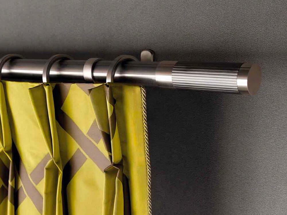 Binari e bastoni per sistema d'arredo a tenda.