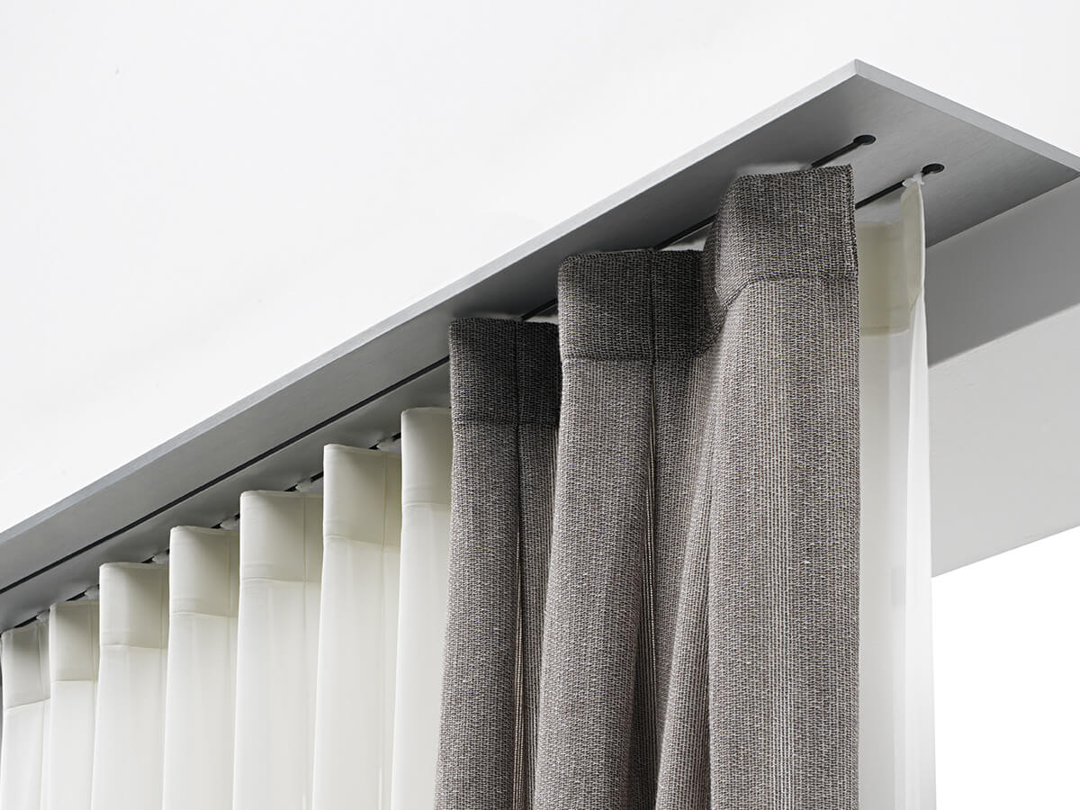 Luxury Rails for curtain systems. Zefiro Interiors, Professionals in interior design, consulting and decoration. Florence and Tuscany.